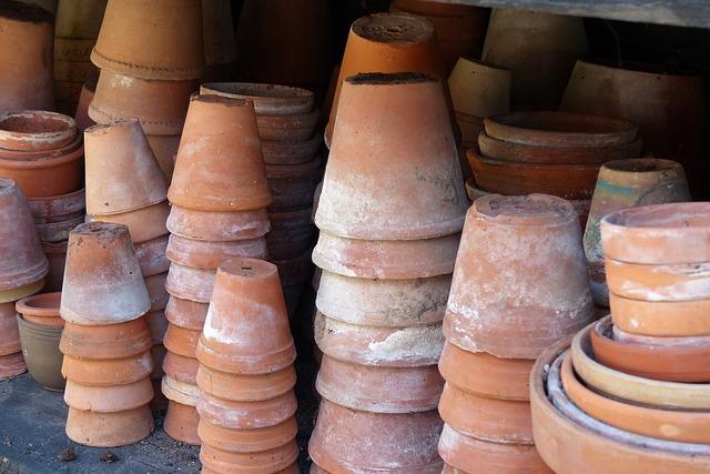 Keramiktöpfe für den Garten